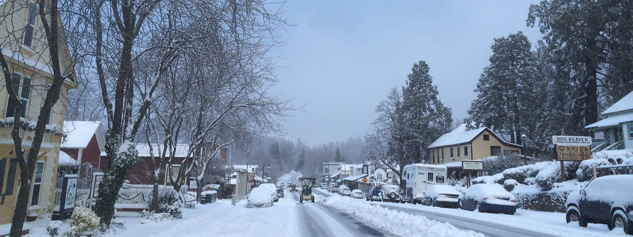 https://www.californiaoverland.com/wp-content/uploads/2012/09/snowy-downtown-julian-1250.jpg
